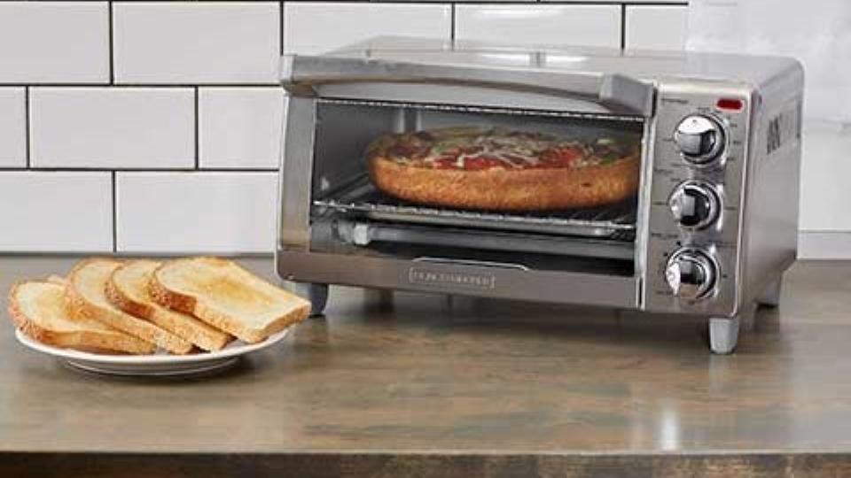 Black + Decker 4-Slice Convection Toaster Oven